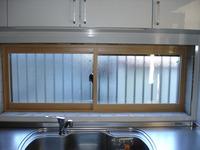 奥様想いの優しさでしょうか。台所は断熱効果の高いペアガラスとの組み合わせです(^¥^)y