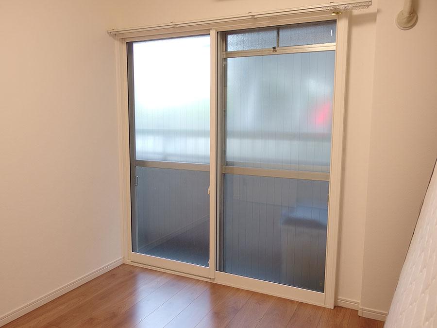 マンション1階の騒音を内窓の設置で静かな環境にする