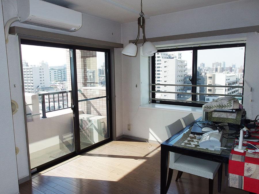 窓の多い角部屋を断熱する為に真空ガラススペーシアに交換