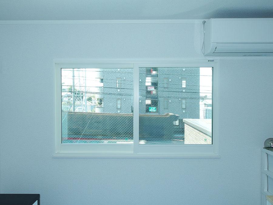 交通騒音の対策で内窓プラストを設置しました