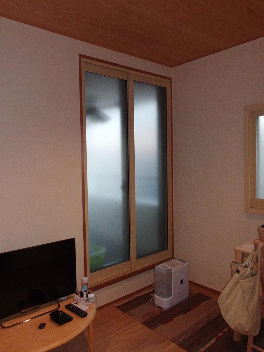就寝中の通行音を防ぐ為に設置した内窓