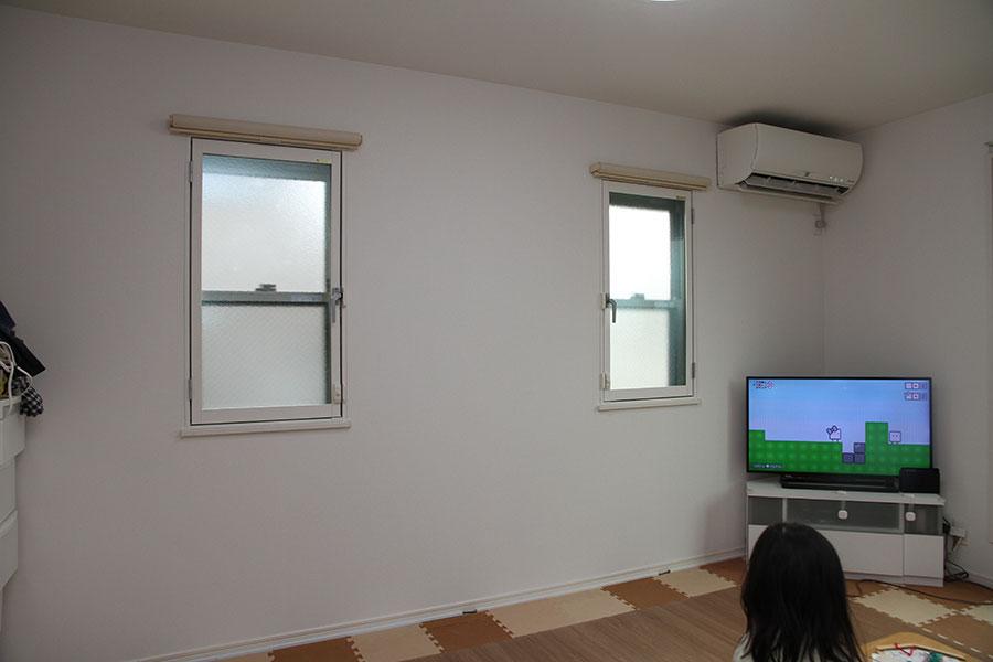 窓からの熱気や冷気を防ぐために内窓を設置
