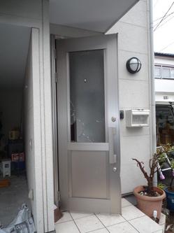 玄関扉のガラス修理