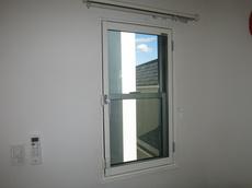 旭硝子『まどまど』の内開き窓