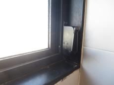 お風呂の窓の修理開閉装置交換工事マンションのオーニング窓